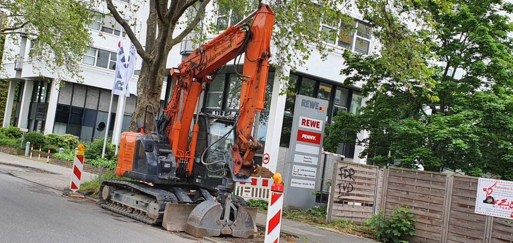 Bagger Köln Lindenthal im Einsatz Ladegreifer